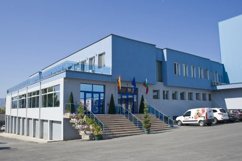 И известният производител на колбаси и месни изделия Карол Фернандес Мийт (КФМ) осъществи подновяването и ремонтите на своите покриви с IKO